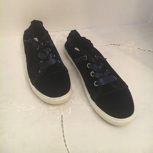Steve Madden like new women's Size 11 tennis shoe
